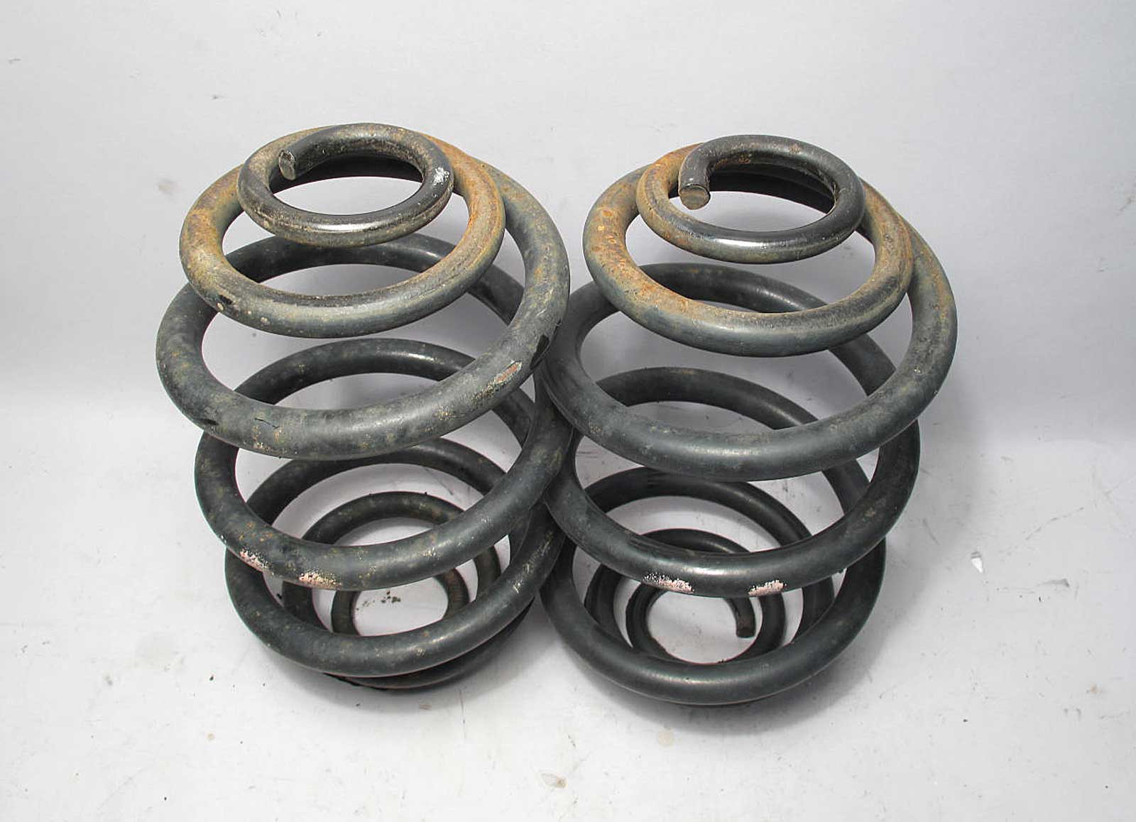 Bmw Z3 Roadster Rear Axle Coil Spring Pair Left Right 45k
