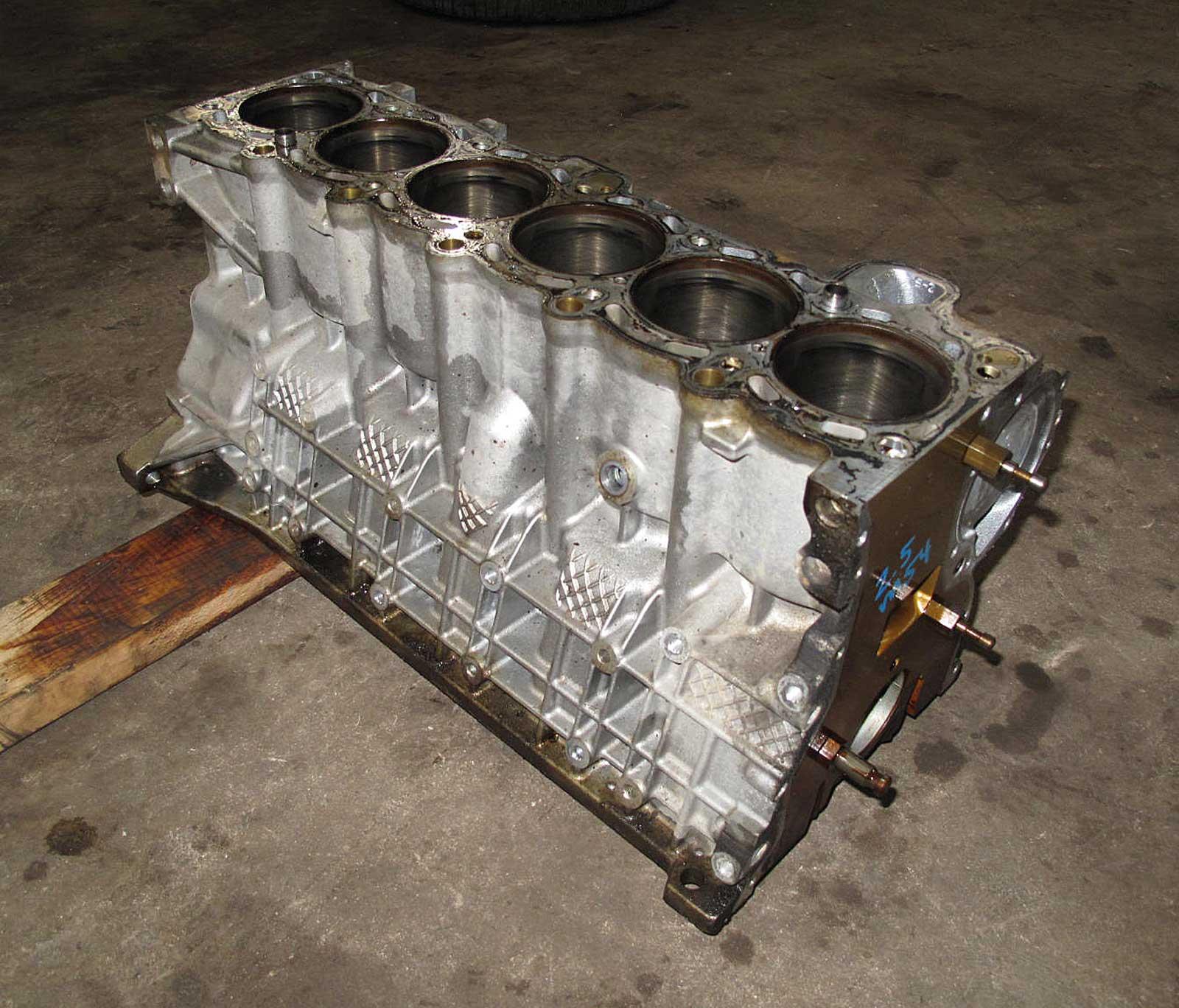 Bmw M54 6 Cylinder 2 5l Engine Cylinder Block Bare 2001