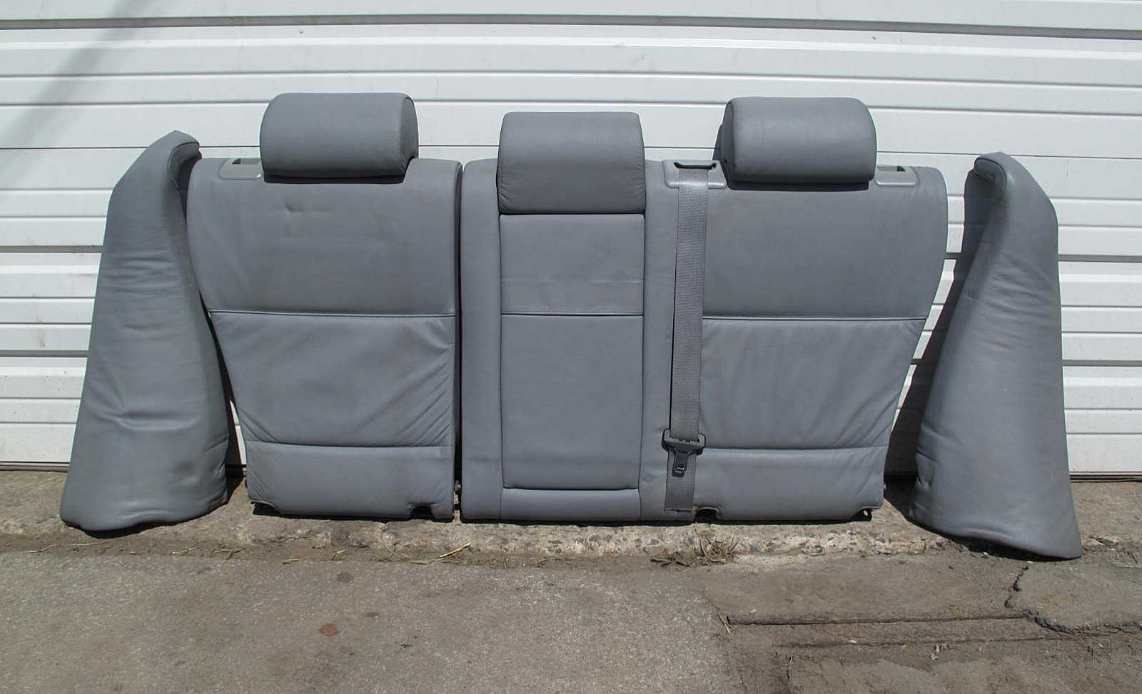 Folding down the rear seatback
