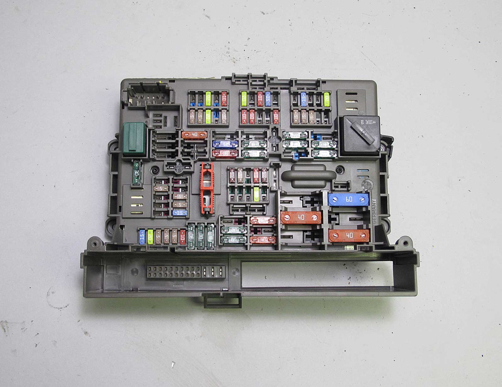 E90 Fuse Box Layout : Bmw e series front interior glove box fuse