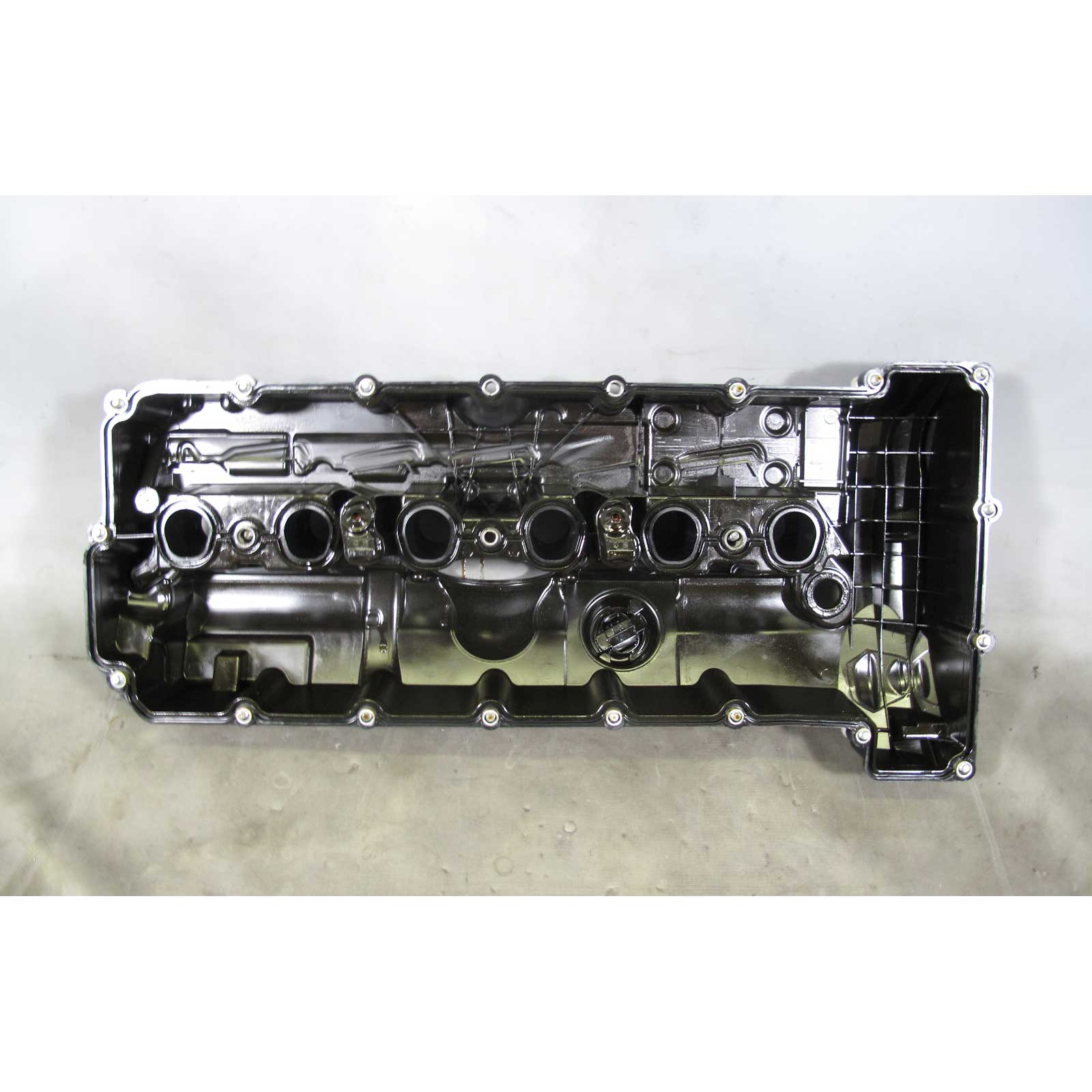 bmw n51 n52 6 cylinder engine valvetrain cylinder head. Black Bedroom Furniture Sets. Home Design Ideas